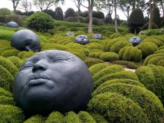 Sculpures 'Drops of Rain' by Samuel Salcedo in Le Jardin Emotions