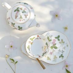 Wild_Strawberry_Gold_LS_6 ©wedgwood